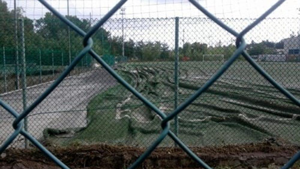 Il campo danneggiato di Pontedellolio nella foto inviata dai dirigenti
