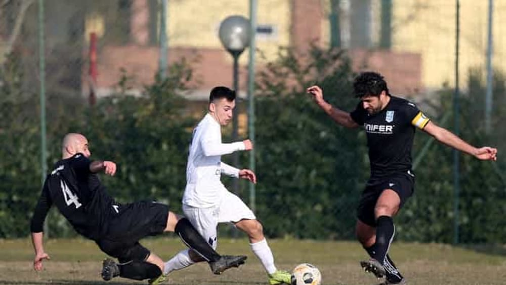 Dilettanti - Dalla Serie D alla Terza Categoria e Giovanili: si rischia davvero di non tornare più in campo