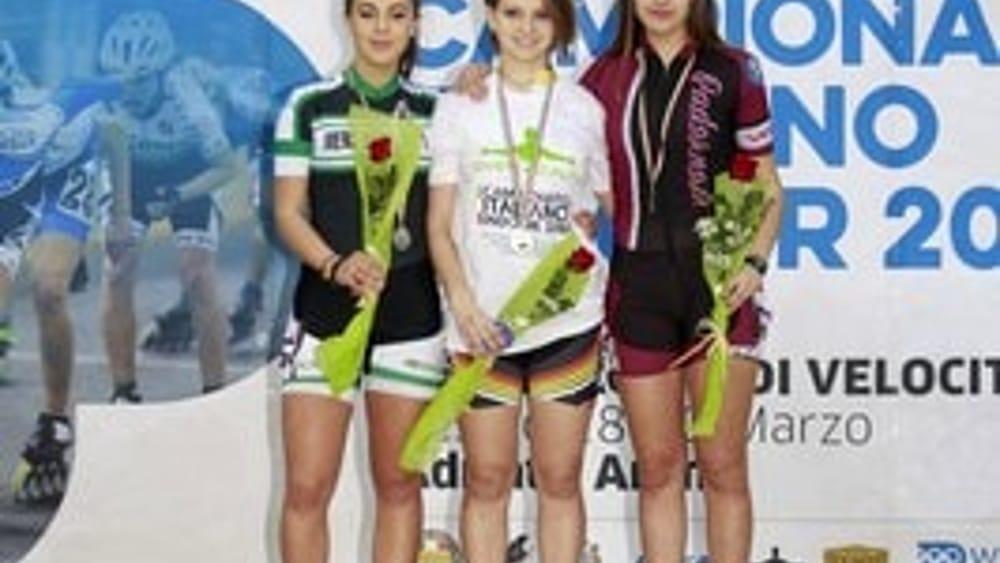 Laura Peveri (al centro) sul podio ai Campionati Italiani indoor