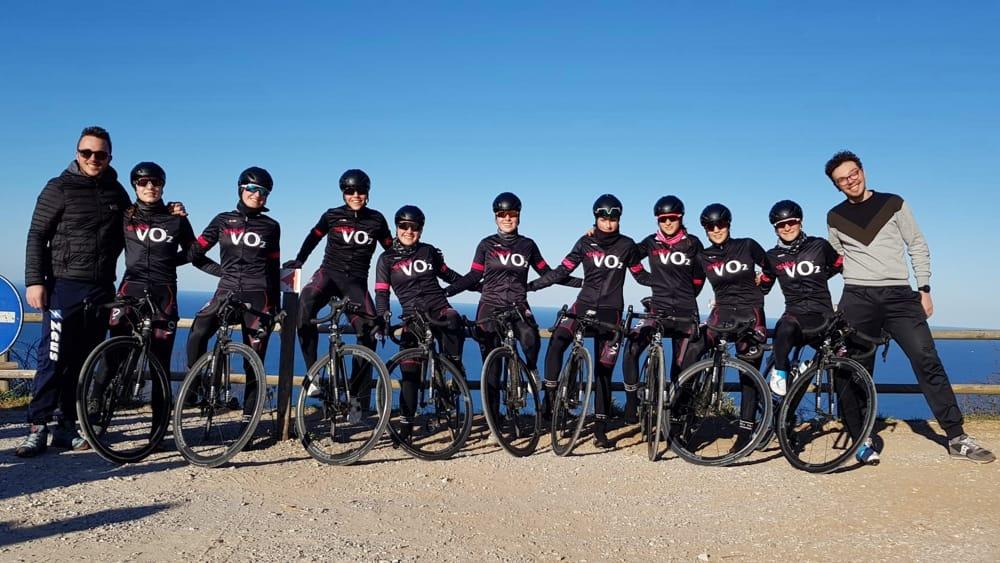 """Ciclismo, dieci """"panterine"""" per la stagione femminile Juniores: alla scoperta del VO2 Team Pink"""