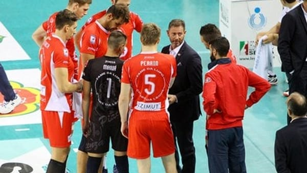Alberto Giuliani durante un time out (f. legavolley.it)