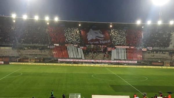 Piacenza - Che spettacolo lo stadio Garilli esaurito, coreografia super della Curva Nord VIDEO