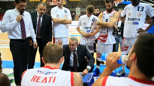 Coach Zanchi durante un time out