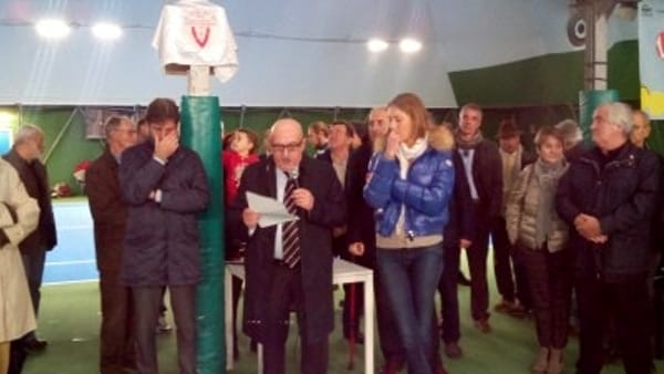 Sandro Fabbri, presidente della Vittorino, durante la cerimonia di inaugurazione. Alla sua sinistra Mara Santangelo