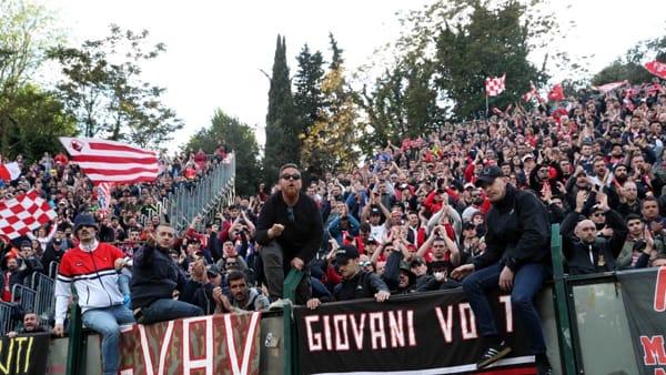 Piacenza - Che spettacolo i nostri tifosi, cantano «ragazzi noi ci crediamo» a fine partita VIDEO