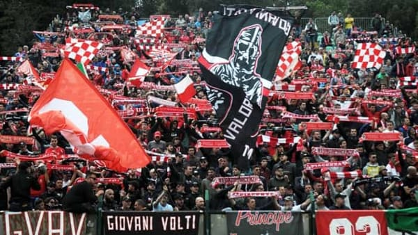 Piacenza - Una bella storia da raccontare e lo splendido video dell'invasione biancorossa